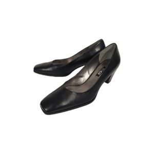 Ecco Black Leather Heels Size 37(EU) or 7 (US)
